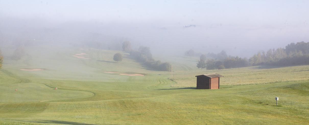 Ein Golfplatz an einem Septembermorgen